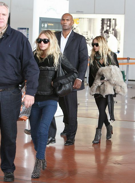 mary-kate-ashley-olsen-twins-airport.jpg