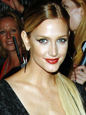 red-lipstick-ashlee-simpson.jpg