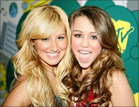 miley-cyrus-ashley-tisdale-hannah-montana.jpg