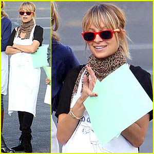 nicole-richie-volunteer-thanksgiving.jpg