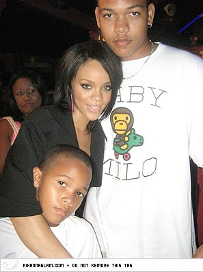 rihanna-brothers-mother-family.jpg