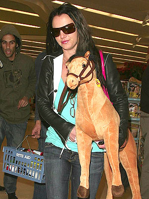 britney-spears-christmas-shopping.jpg