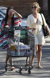 Kristin Cavallari beer shopping