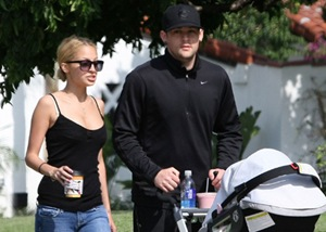 Nicole Richie and Joel Madden out strolling Harlow