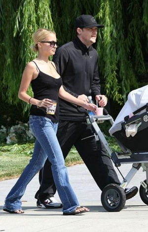 Nicole Richie and Joel Madden Strolling with Baby Harlow-4