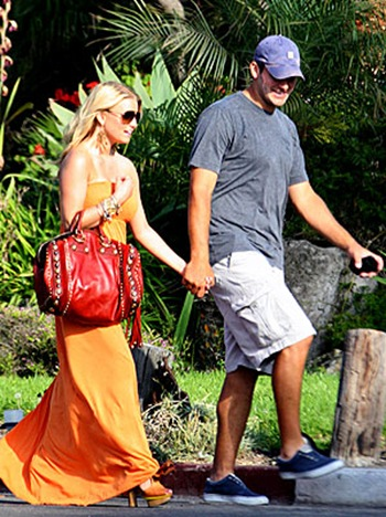 jessica simpson and tony romo at camp