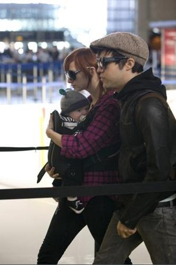 Ashlee Simpson and Pete Wentz with son
