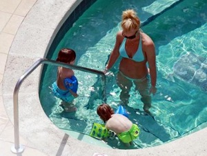 Britney Spears with Jayden and Sean poolside 2