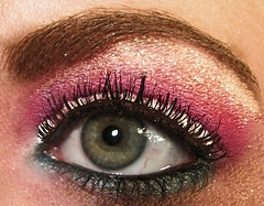 Glitter  Makeup on How To Put Glitter On The Eye Shadow Without Anywhere